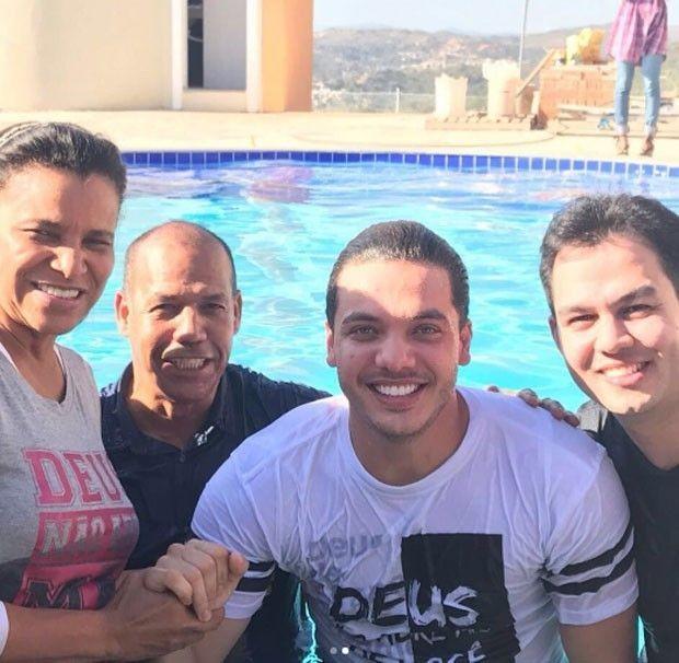 (Foto Reprodução) - wesley safadao - Crente? Vídeo mostra Wesley Safadão e Thyane Dantas sendo batizados